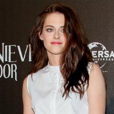 Kristen Stewart reads 50 Shades of Grey